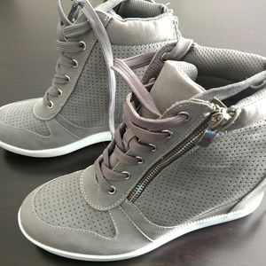 Grey wedge sneakers with zipper detail